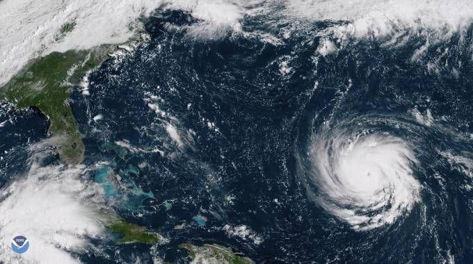 Uragano Florence, in mezzo all'Atlantico, si avvicina agli Usa (foto Ansa, Noaa)