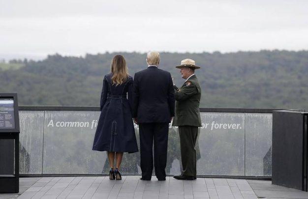 Melania Trump e Donald Trump a Shanksville in Pennsylvania per la commemorazione dell'11 settembre (Ansa)