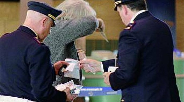Controllo della polizia a Malpensa (foto di repertorio)