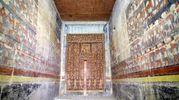 L'interno della tomba (Ansa)