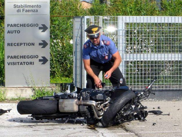 La moto a terra (foto Corelli)