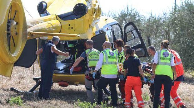 Il soccorso al ferito a Monterappoli (Tommaso Gasperini / Fotocronache Germogli)