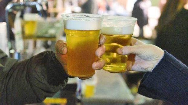Un brindisi con la birra