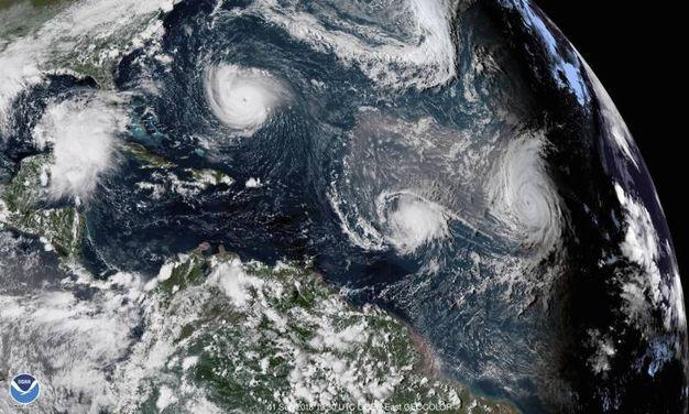 I tre uragani nelle immagini satellitari NOAA (Ansa)