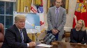 Alla Casa Bianca il presidente Donald Trump dispone i preparativi per l'arrivo dell'uragano Florence (Ansa)