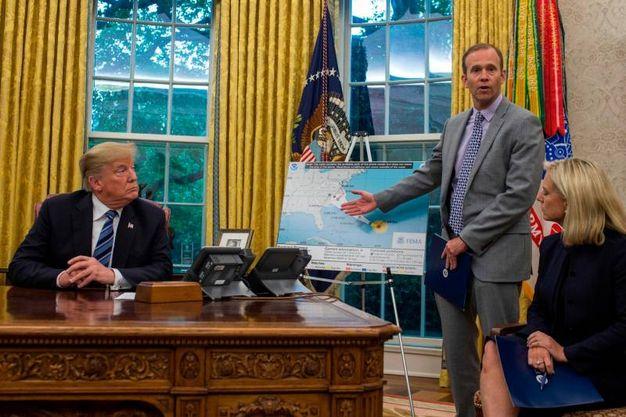 Alla Casa Bianca il presidente Donald Trump dispone i preparativi per l'arrivo dell'uragano Florence (LaPresse)