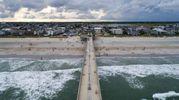 La spiaggia di Wrightsville nel North Carolina, in attesa dell'uragano Florence (Ansa)