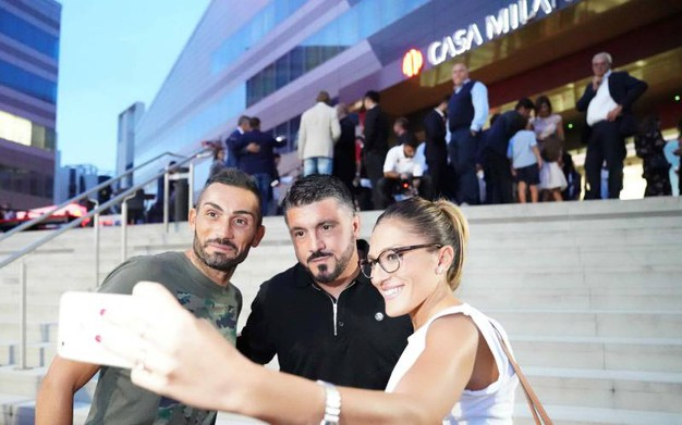 Inaugurazione Casa Milan Bistrot, selfie con Gattuso (foto Lapresse)