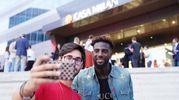 Inaugurazione Casa Milan Bistrot, selfie con Bakayoko (foto Lapresse)