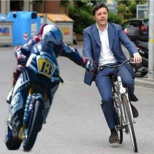 Fenati che frena Matteo Renzi in bicicletta