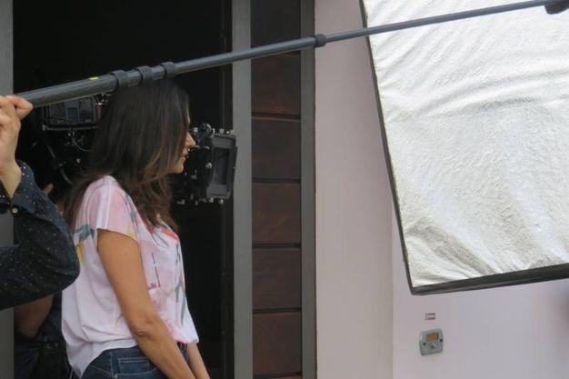 """Maria Grazia Cucinotta sul set di """"Tutto liscio"""" a Borgo San Giuliano"""