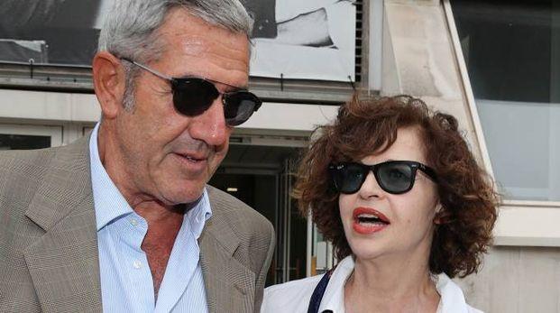 Anna Galiena ieri davanti al tribunale con il suo legale Giorgio Paolini (Fotoprint)
