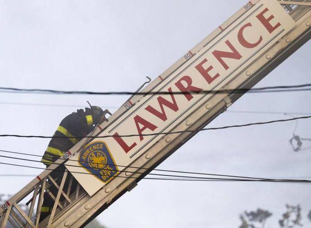 Vigili del fuoco a Lawrence (Ansa)