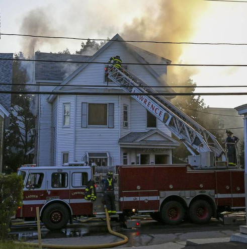 Esplosioni in Massachusetts, casa in fiamme a Lawrence (Ansa)
