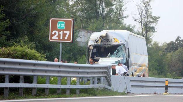 Brescia, incidente tra pullman di studenti e camion sull'A21