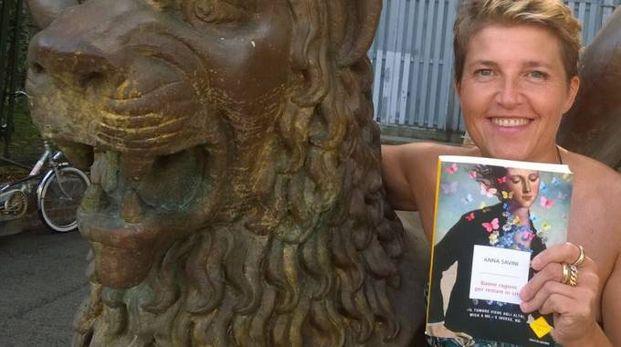Anna Savini con il suo libro