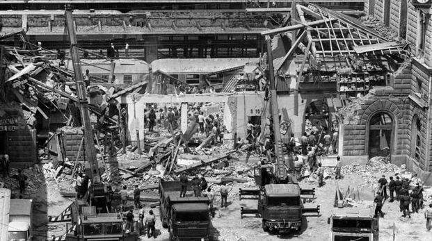 La stazione devastata dalla bomba
