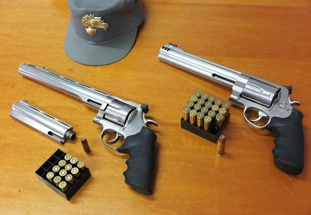 Le due pistole sono state sequestrate (foto Migliorini)