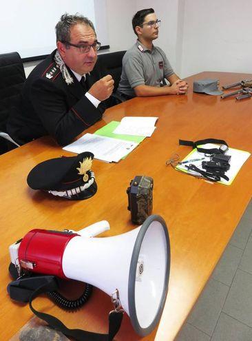 Denunciati due fratelli residenti a Pesaro di 48 e 53 anni per porto abusivo di arma da sparo e getto pericoloso di cose (foto Migliorini)