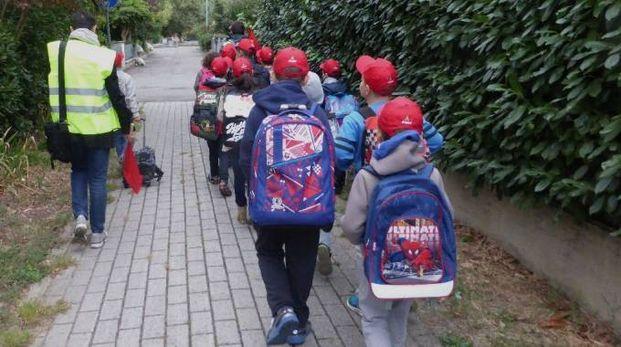 Bimbi verso la scuola