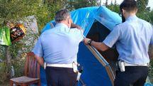 I vigili urbani tolgono le tende della comunità che si era insediata tra la Porrettana e la zona produttiva di via  Brigata Bolero