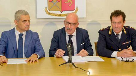 Da sinistra il questore Giovanni  Di Teodoro il procuratore capo di Loci Domenico Chiaro e il capo della Mobile Alessandro Battista
