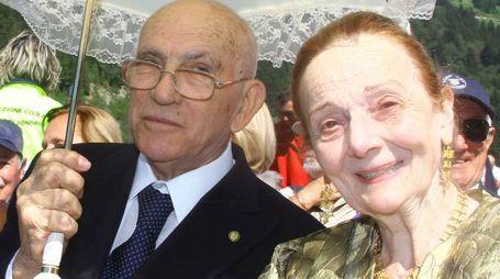 La professoressa Nadia Bonomi in Tirelli accanto al marito Renzo