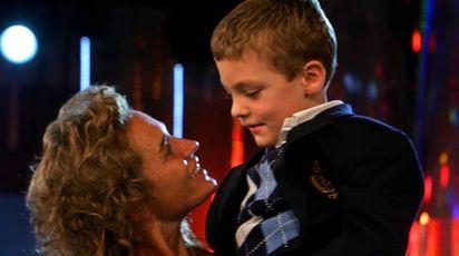 Lory Del Santo col figlio Loren durante l'Isola dei Famosi (Ansa)