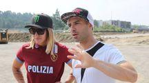 Kiara Fontanesi e Marco Melandri passeggiano sulla pista ancora in costruzione