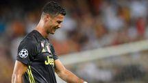 La triste uscita dal campo del Mestalla di Cristiano Ronaldo, in lacrime dopo l'espulsione