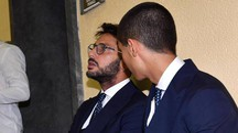 Fabrizio Corona insieme al figlio in Tribunale (Ansa)