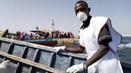 Tanzania, affonda traghetto. Le operazioni di soccorso (Ansa)