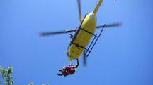 L'elicottero del 118 ha trasportato il ferito a Cisanello