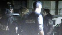 Gli agenti della Squadra Mobile hanno bloccato i tre nelle loro abitazioni, avevano ancora la refurtiva rapinata alle due ventenni