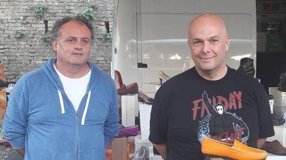 GENERAZIONI Da sinistra, Paolo e Alessandro Mazzotti nel loro banco in viale Mazzoni.