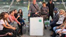 Da lunedì 17 settembre sono iniziate le lezioni alle scuole superiori a Ferrara, che ha visto coinvolti circa 250 studenti che da Santa Maria Maddalena si sono spostati verso la città estense. Un fatto che ha coinciso con l'ultimo mese di chiusura del ponte sul Po.