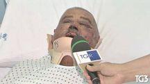 Carlo Martelli risponde ai giornalisti dal letto d'ospedale (Foto Rainews)