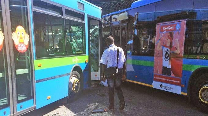 Incidente tra bus a Gazzaniga