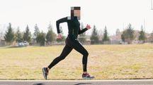 Una donna che fa footing (foto di repertorio)
