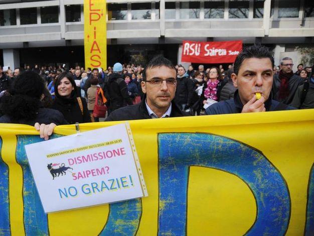 Cinquecento dipendenti Saipem protestano contro la vendita dell'azienda a investitori stranieri. In lizza ci sono norvegesi, russi e cinesi ma i lavoratori non sono d'accordo. Temono la dismissione del sito da San Donato Milanese