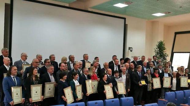 La foto di gruppo con tutti i premiati della giornata