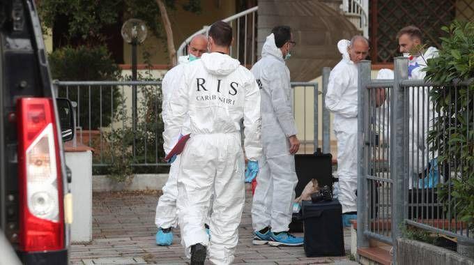 INDAGINI I Ris di Parma nella casa del delitto