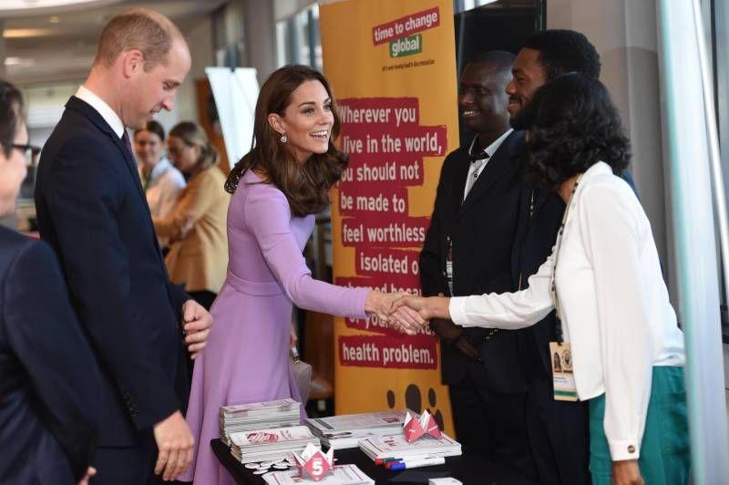 Risultati immagini per Kate Middleton regina del riciclo, il look lilla è 'vecchio' foto