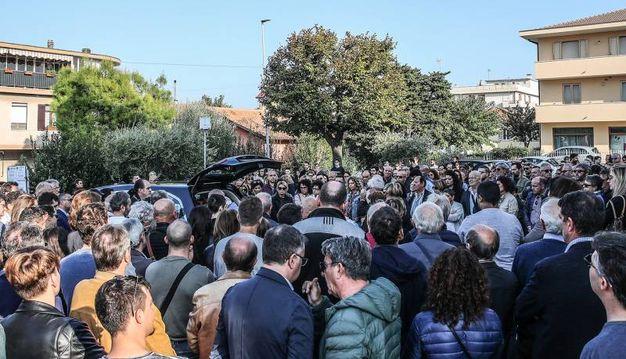 Una folla per l'addio ad Alessandro Antonioli (Fotoprint)