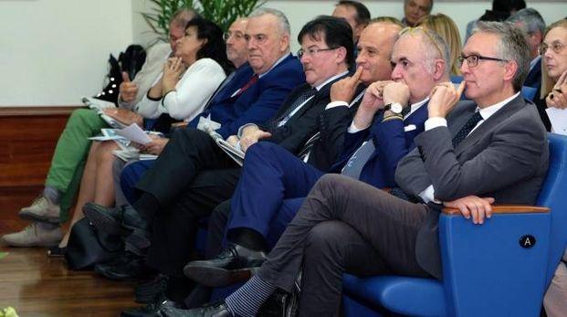 In platea (da destra) il presidente della Regione Marche Luca Ceriscioli, e Paolo Giacomin, direttore di Qn-il Resto del Carlino (Foto Labolognese)