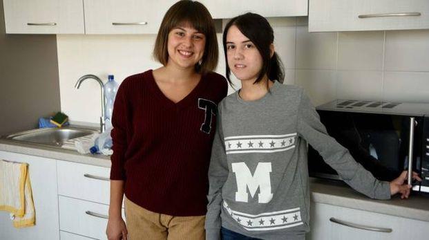 Lorenza e Alessandra, due delle prime universitarie entrate nello studentato realizzato all'ex Palaspecchi
