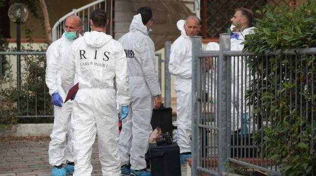 Omicidio Cervia, gli uomini del Ris nella casa del delitto (Foto Zani)