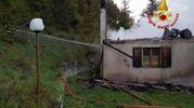 I pompieri hanno evitato che le fiamme si propagassero nel bosco