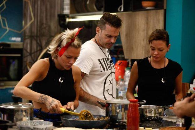 In cucina (foto Endemol Shine Italy)