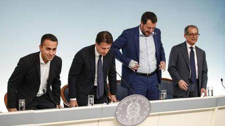 Di Maio, Conte, Salvini e Tria presentano la manovra approvata dal Cdm (Ansa)